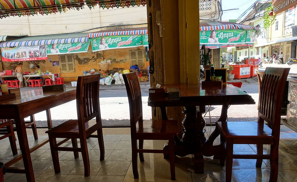 "Photo of CLOSED: Battambang Vegetarian Food  by <a href=""/members/profile/DusselDaene"">DusselDaene</a> <br/>Restaurant <br/> November 6, 2016  - <a href='/contact/abuse/image/69813/187014'>Report</a>"