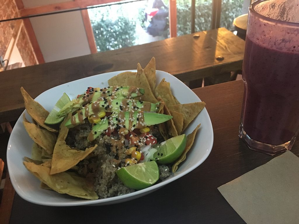 "Photo of VegAmo MX  by <a href=""/members/profile/ThomasRtr"">ThomasRtr</a> <br/>Protein bowl with smoothie <br/> January 10, 2018  - <a href='/contact/abuse/image/69913/345214'>Report</a>"
