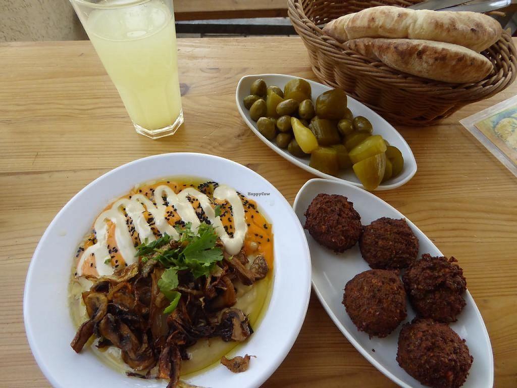 "Photo of Tahini Hummus  by <a href=""/members/profile/VeganNatascha"">VeganNatascha</a> <br/>Hummus und Falafel <br/> June 4, 2017  - <a href='/contact/abuse/image/69977/265595'>Report</a>"