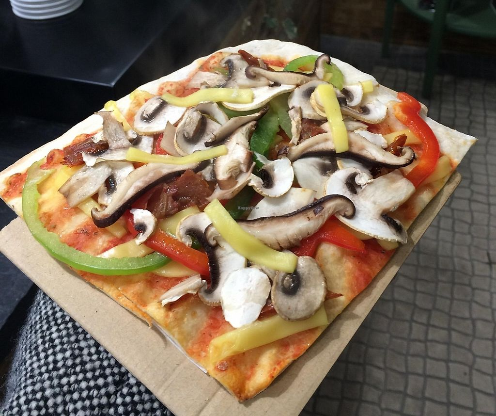 """Photo of Hand Go  by <a href=""""/members/profile/LilianaNicolau"""">LilianaNicolau</a> <br/>Vegan Pizza <br/> February 25, 2016  - <a href='/contact/abuse/image/70072/241622'>Report</a>"""