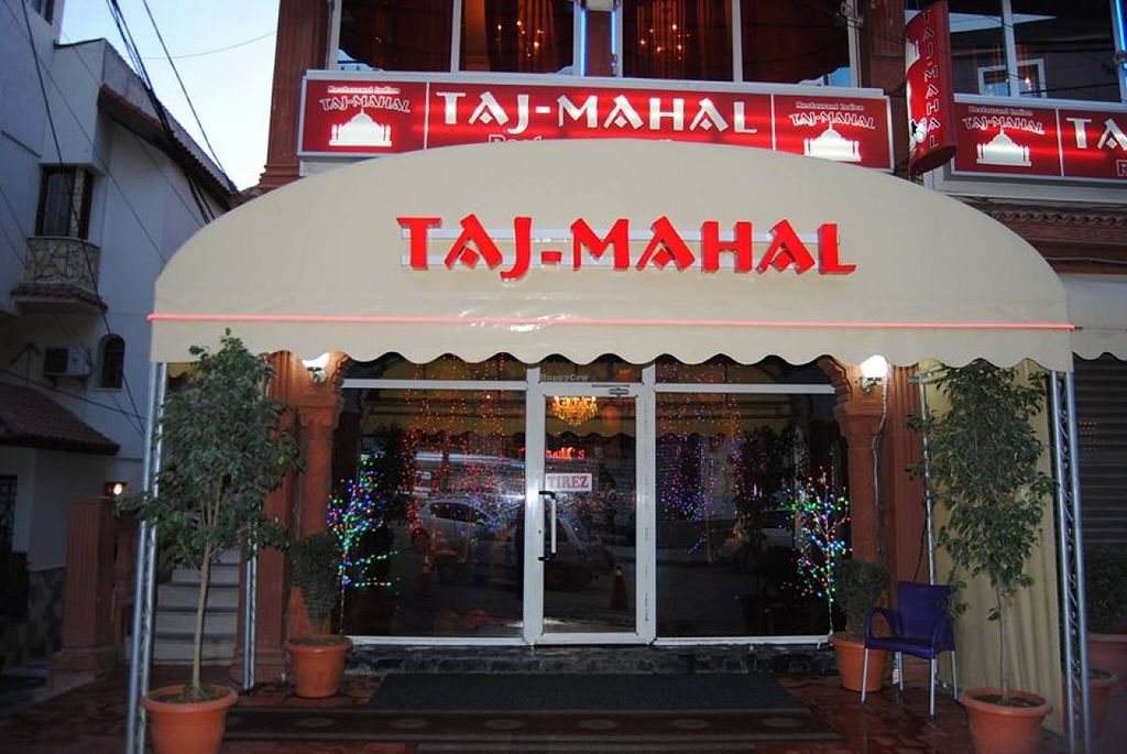 """Photo of Taj Mahal  by <a href=""""/members/profile/community"""">community</a> <br/>Taj Mahal <br/> April 18, 2016  - <a href='/contact/abuse/image/70090/145108'>Report</a>"""