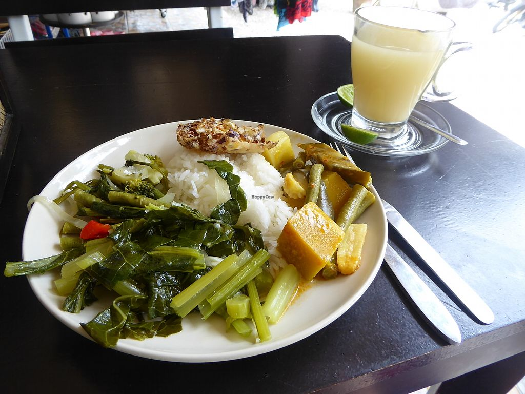 """Photo of Art of Juice  by <a href=""""/members/profile/VeganNatascha"""">VeganNatascha</a> <br/>Essen vom Buffet mit Ingwertee <br/> February 16, 2018  - <a href='/contact/abuse/image/70419/359936'>Report</a>"""
