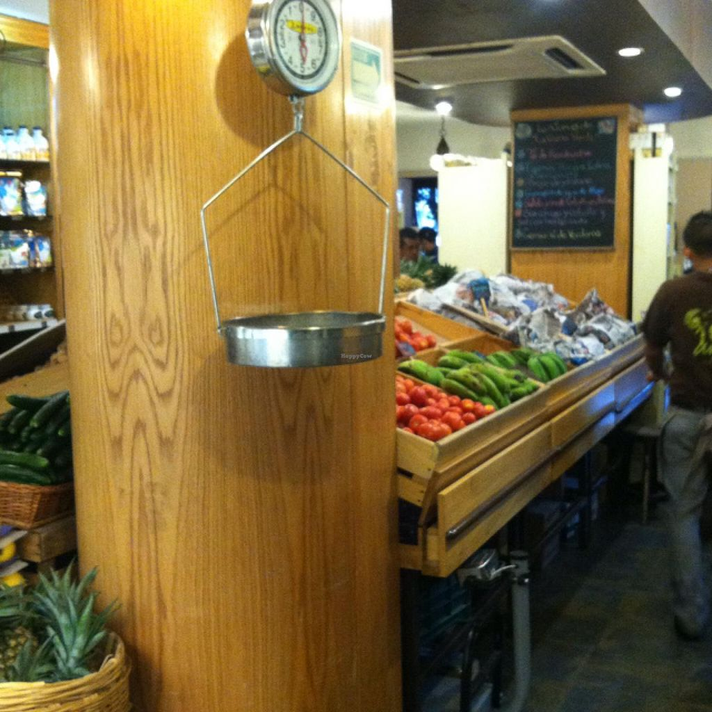 """Photo of CLOSED: The Green Corner - Colonia Polanco  by <a href=""""/members/profile/veganvixenamy"""">veganvixenamy</a> <br/>organic produce in the shop part <br/> March 9, 2014  - <a href='/contact/abuse/image/7069/65594'>Report</a>"""
