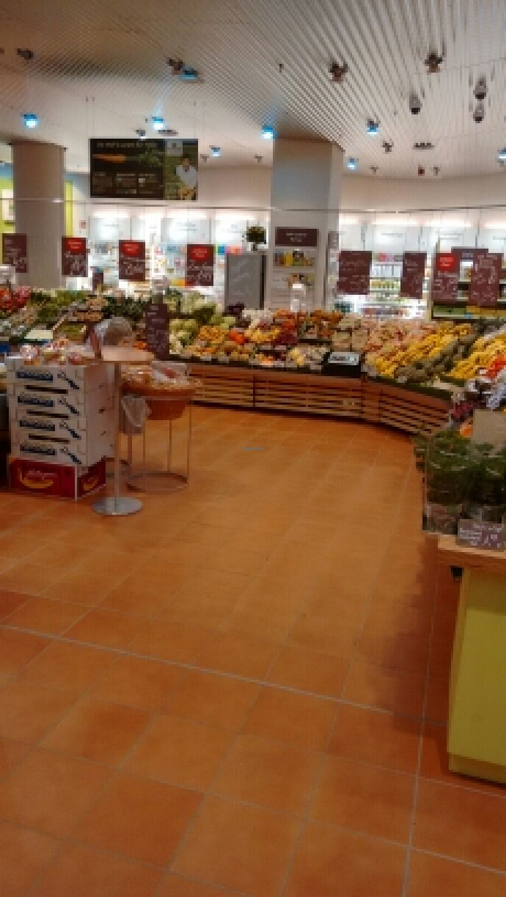 """Photo of Alnatura - Friedrichstrasse  by <a href=""""/members/profile/craigmc"""">craigmc</a> <br/>lots of organic fruit & veg <br/> March 29, 2016  - <a href='/contact/abuse/image/70760/141699'>Report</a>"""