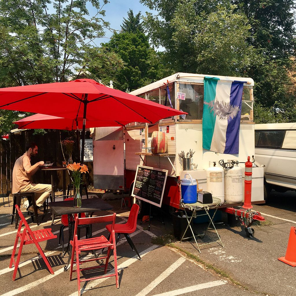 """Photo of A Broken Angel - Food Cart  by <a href=""""/members/profile/fbatzer%40gmail.com"""">fbatzer@gmail.com</a> <br/>Sweet outside dining, great customer service <br/> August 17, 2017  - <a href='/contact/abuse/image/70816/293774'>Report</a>"""