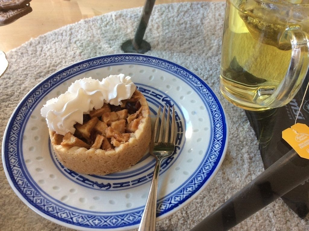 """Photo of Het Zaanse Bakkertje  by <a href=""""/members/profile/happyowl"""">happyowl</a> <br/>Mini apple pie, eaten at home <br/> August 15, 2016  - <a href='/contact/abuse/image/70817/168977'>Report</a>"""