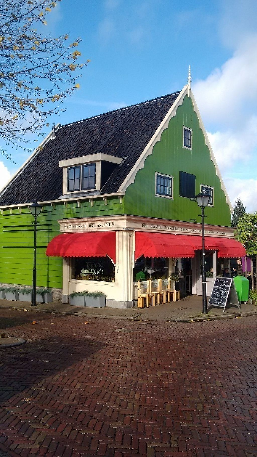 """Photo of Het Zaanse Bakkertje  by <a href=""""/members/profile/StephenEamonn"""">StephenEamonn</a> <br/>Beautiful old Dutch exterior <br/> November 16, 2016  - <a href='/contact/abuse/image/70817/190937'>Report</a>"""