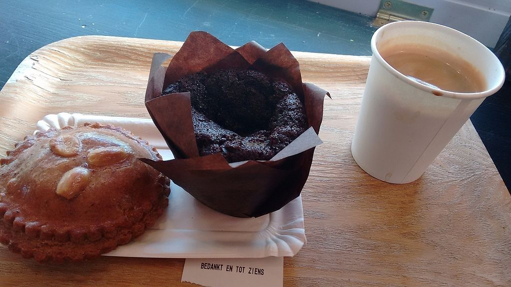 """Photo of Het Zaanse Bakkertje  by <a href=""""/members/profile/StephenEamonn"""">StephenEamonn</a> <br/>My order a delicious filled spice cake and chocolate muffin! <br/> November 16, 2016  - <a href='/contact/abuse/image/70817/190938'>Report</a>"""