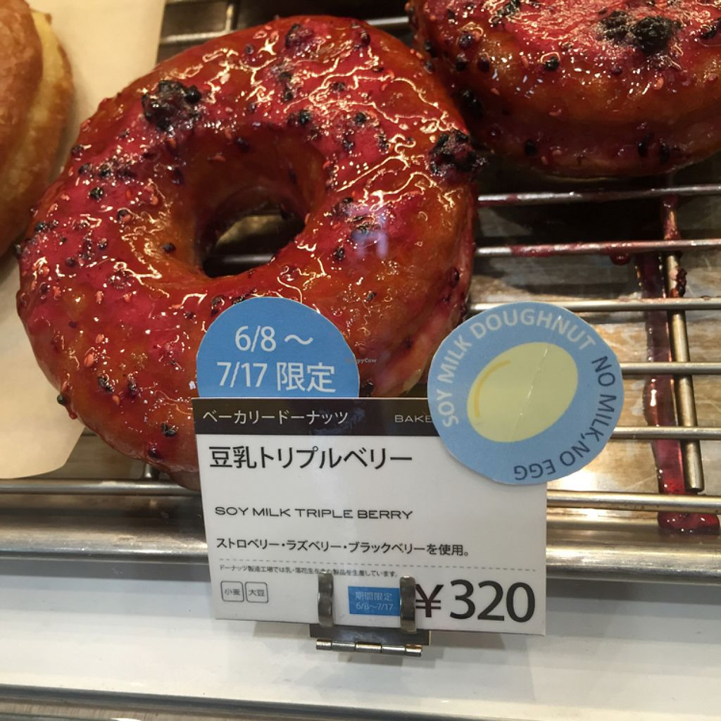 """Photo of CLOSED: Doughnut Plant - Lumine Est  by <a href=""""/members/profile/Ajolote"""">Ajolote</a> <br/>one vegan option - a boring donut <br/> July 3, 2016  - <a href='/contact/abuse/image/71054/157508'>Report</a>"""