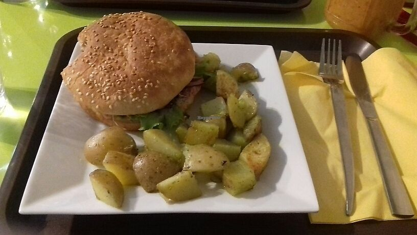 """Photo of CLOSED: Mon Espace Vege  by <a href=""""/members/profile/Vegancat72"""">Vegancat72</a> <br/>Burger pont neuf <br/> July 8, 2017  - <a href='/contact/abuse/image/71347/277795'>Report</a>"""