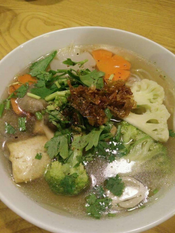 "Photo of Amitaba  by <a href=""/members/profile/Refinnej"">Refinnej</a> <br/>Hu Tiu (tapioca flour noodles and vegetable soup) <br/> April 4, 2016  - <a href='/contact/abuse/image/71436/142802'>Report</a>"