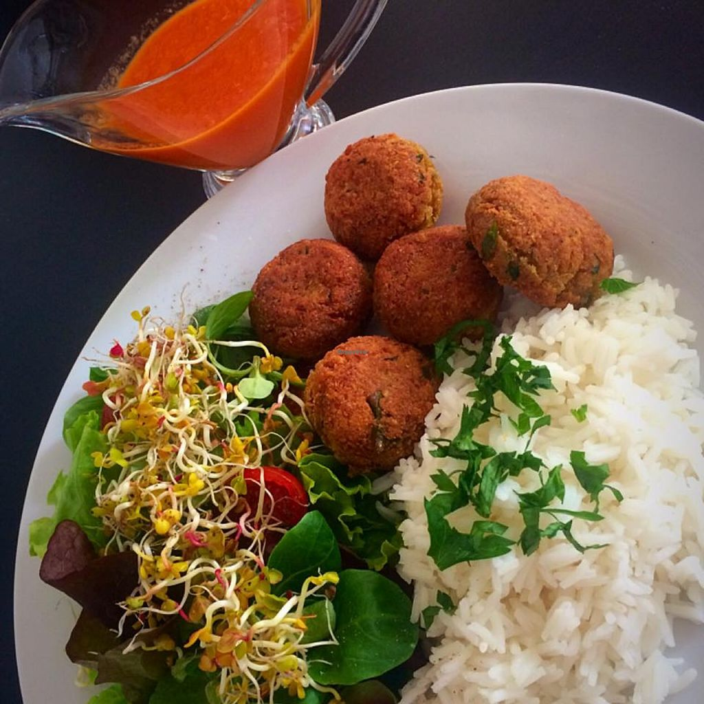 "Photo of Minka Cafe  by <a href=""/members/profile/community"">community</a> <br/>Falafel with basmati rice, salad and sauce from fresh tomatoes <br/> May 26, 2016  - <a href='/contact/abuse/image/71457/150896'>Report</a>"