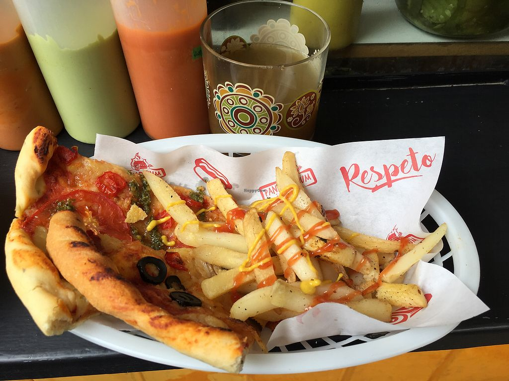 """Photo of Pan D'Monium - Food Stall  by <a href=""""/members/profile/KarenM.Barquero"""">KarenM.Barquero</a> <br/>Pizza con papas fritas  <br/> February 10, 2018  - <a href='/contact/abuse/image/71507/357554'>Report</a>"""