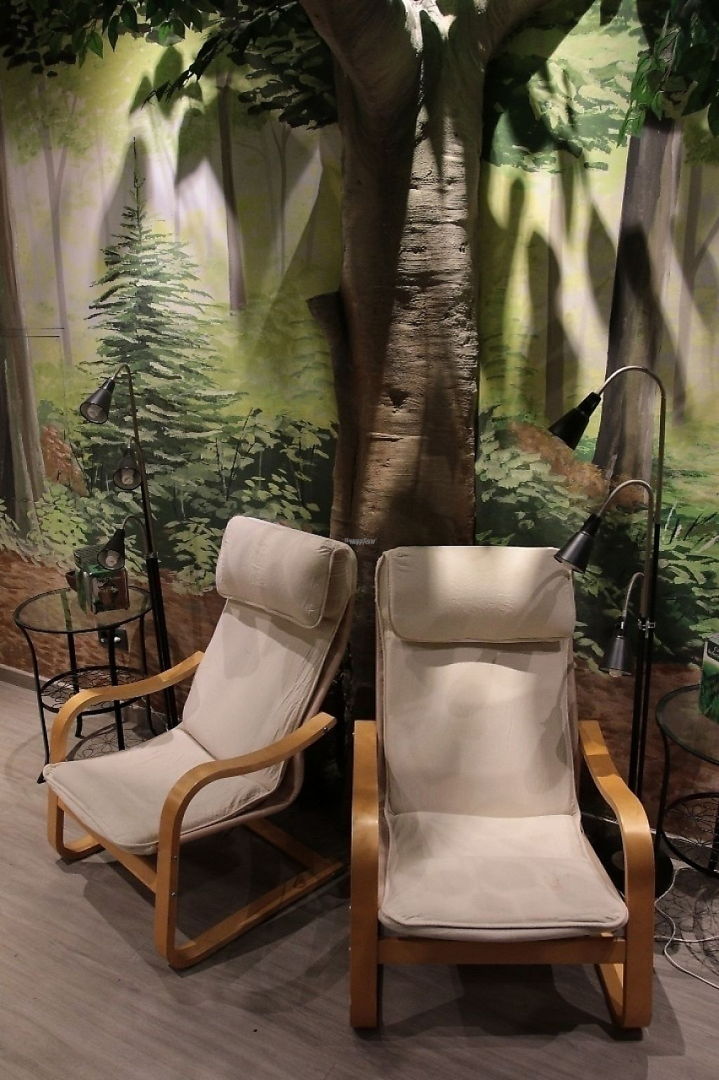 """Photo of CLOSED: Teteria El Bosque  by <a href=""""/members/profile/JorgeEscartin"""">JorgeEscartin</a> <br/>Couple of comfy chairs to sit back and relax. A good tea, a good book, or maybe a quick nap after lunch <br/> November 9, 2016  - <a href='/contact/abuse/image/71554/187631'>Report</a>"""