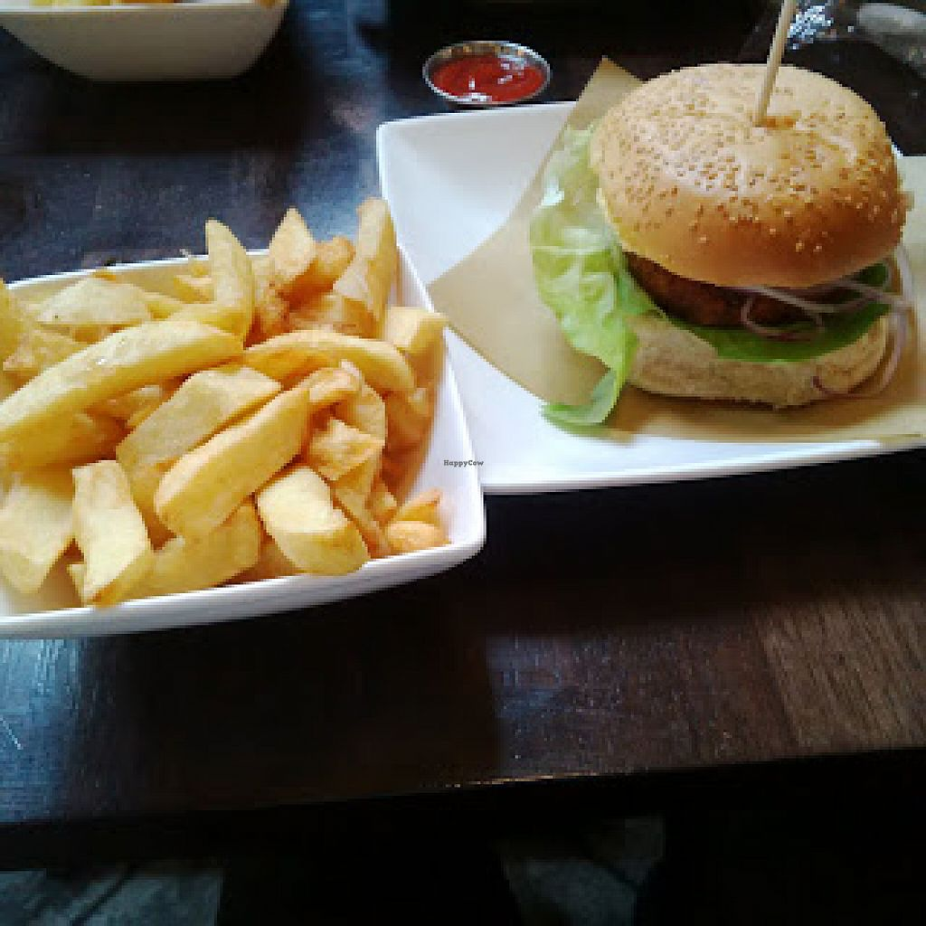 """Photo of Handmade Burger Co.  by <a href=""""/members/profile/Veganolive1"""">Veganolive1</a> <br/>Chips <br/> June 20, 2016  - <a href='/contact/abuse/image/71627/155166'>Report</a>"""