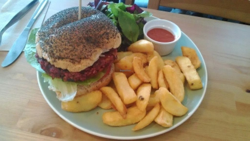 """Photo of CLOSED: Campbell's Canal Cafe  by <a href=""""/members/profile/LilacHippy"""">LilacHippy</a> <br/>Veggie Burger <br/> July 1, 2016  - <a href='/contact/abuse/image/71668/157212'>Report</a>"""