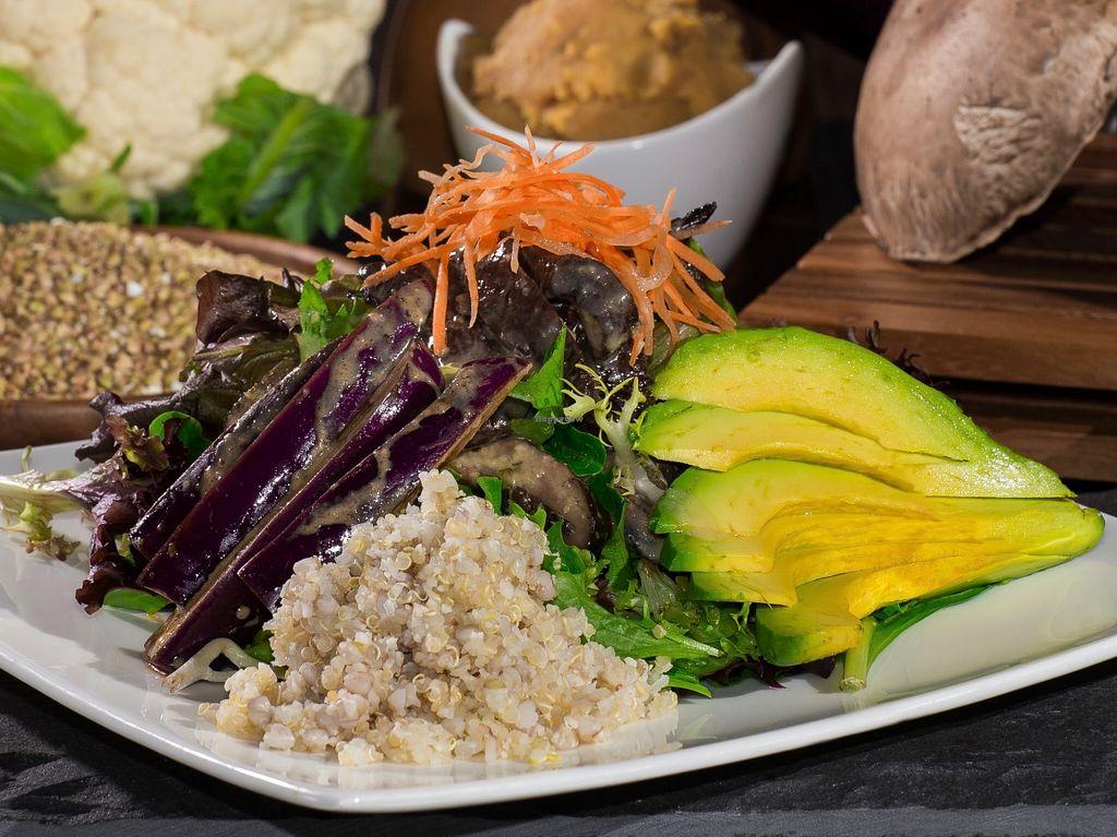 "Photo of Burrito San  by <a href=""/members/profile/caridadfernandez"">caridadfernandez</a> <br/>Buddha's Belly Salad: Roasted portabello mushroom, crunchy eggplant, avocado, shredded carrot, organic greens and garlic miso sauce <br/> April 13, 2016  - <a href='/contact/abuse/image/71901/144444'>Report</a>"