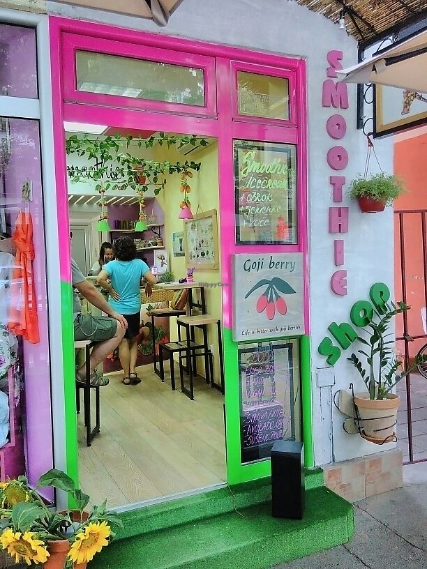"""Photo of Smoothie Bar  by <a href=""""/members/profile/AnnaSaga"""">AnnaSaga</a> <br/>Colorful and easy to find <br/> June 27, 2017  - <a href='/contact/abuse/image/72031/274038'>Report</a>"""