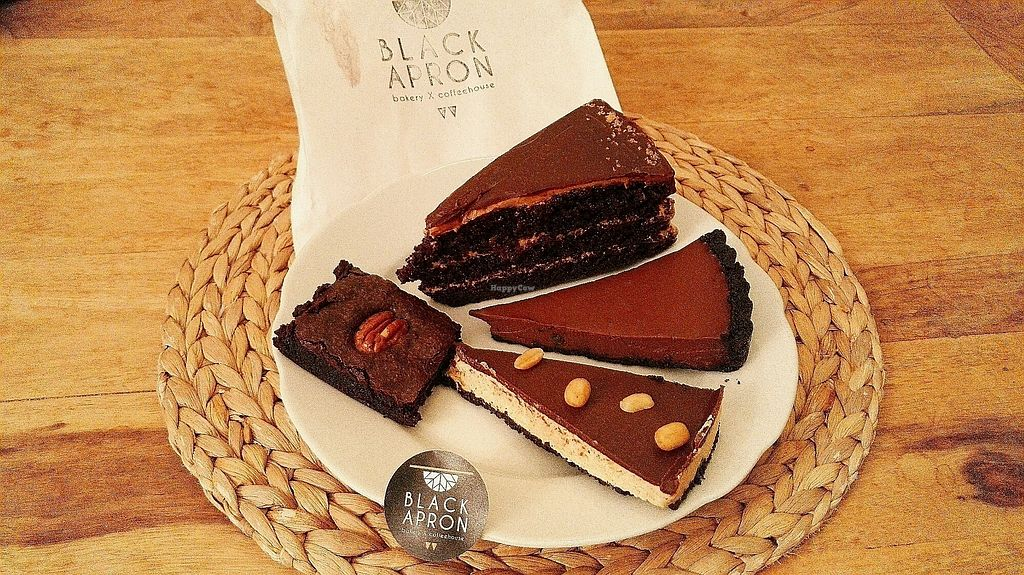 "Photo of Black Apron  by <a href=""/members/profile/melba"">melba</a> <br/>yummieh vegan cake - take away <br/> February 11, 2018  - <a href='/contact/abuse/image/72289/357972'>Report</a>"