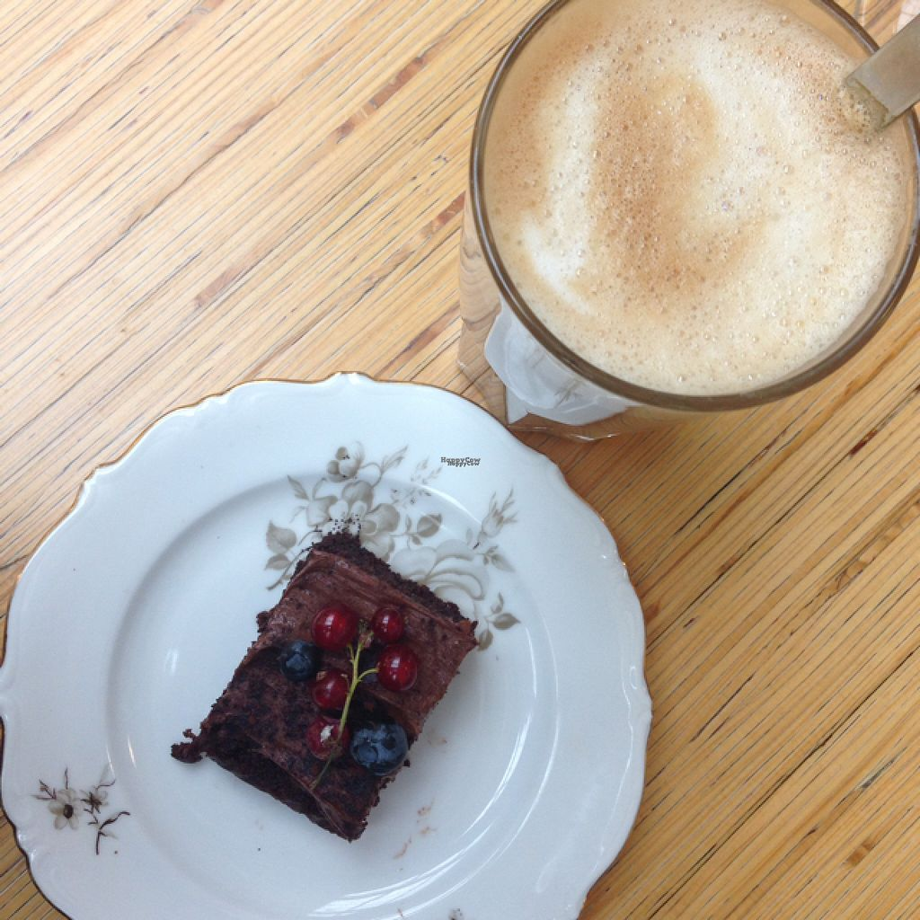 "Photo of Cafe Köket  by <a href=""/members/profile/inselkind"">inselkind</a> <br/>latte with oat milk and vegan chocolate cake <br/> August 13, 2016  - <a href='/contact/abuse/image/72318/168225'>Report</a>"