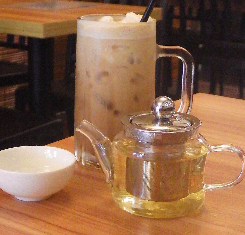 """Photo of VegCafe  by <a href=""""/members/profile/deadpledge"""">deadpledge</a> <br/>Oolong tea and ice coffee <br/> August 1, 2016  - <a href='/contact/abuse/image/72534/275312'>Report</a>"""