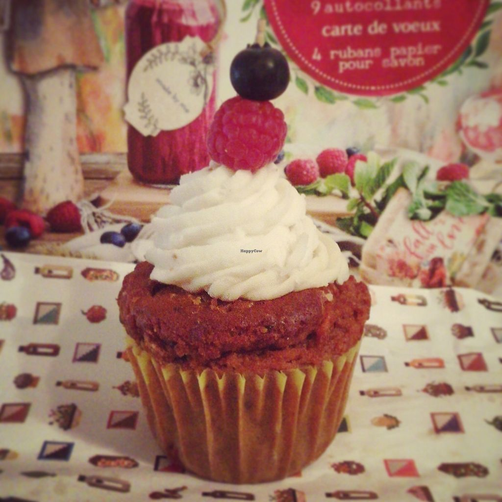"Photo of Teresa's Juicery  by <a href=""/members/profile/Mdme.%20Mariais"">Mdme. Mariais</a> <br/>Carrot cupcake. Was very bland and baking powder heavy. Cream was dense coconut and tofu.  <br/> December 8, 2017  - <a href='/contact/abuse/image/72570/333291'>Report</a>"