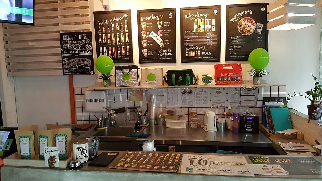 Photo of La Juiceria - Sri Hartamas  by Raphael_Dane <br/>the counter <br/> December 18, 2016  - <a href='/contact/abuse/image/72612/202523'>Report</a>