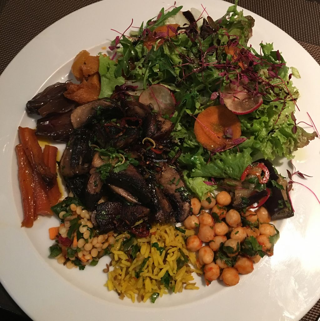 """Photo of CHICCAS  by <a href=""""/members/profile/FelipeNuno"""">FelipeNuno</a> <br/>mushrooms and salads  <br/> May 4, 2016  - <a href='/contact/abuse/image/72652/147481'>Report</a>"""