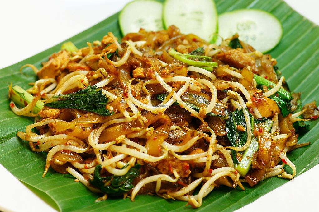 """Photo of Loving Hut - Tanjung Duren  by <a href=""""/members/profile/riveroflove1"""">riveroflove1</a> <br/>Kwetiau Penang Stir-fry wide rice noodle with beansprout, greens, tofu, ocean chunk and spicy Penang sauce.   <br/> December 28, 2017  - <a href='/contact/abuse/image/72690/339916'>Report</a>"""