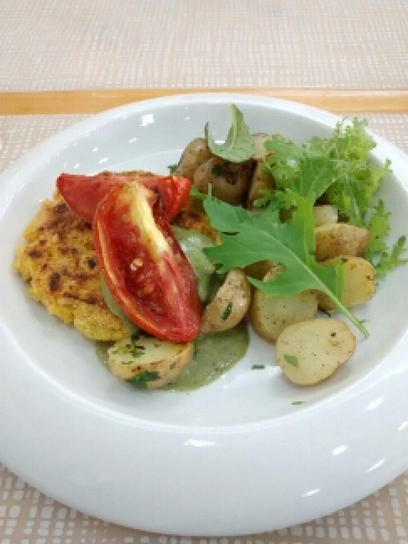"Photo of SANA Vegan Cafe  by <a href=""/members/profile/kielsaenz"">kielsaenz</a> <br/>Hamburguesa de tofu con guarnición de vegetales y papitas al perejil <br/> April 27, 2016  - <a href='/contact/abuse/image/72735/146453'>Report</a>"