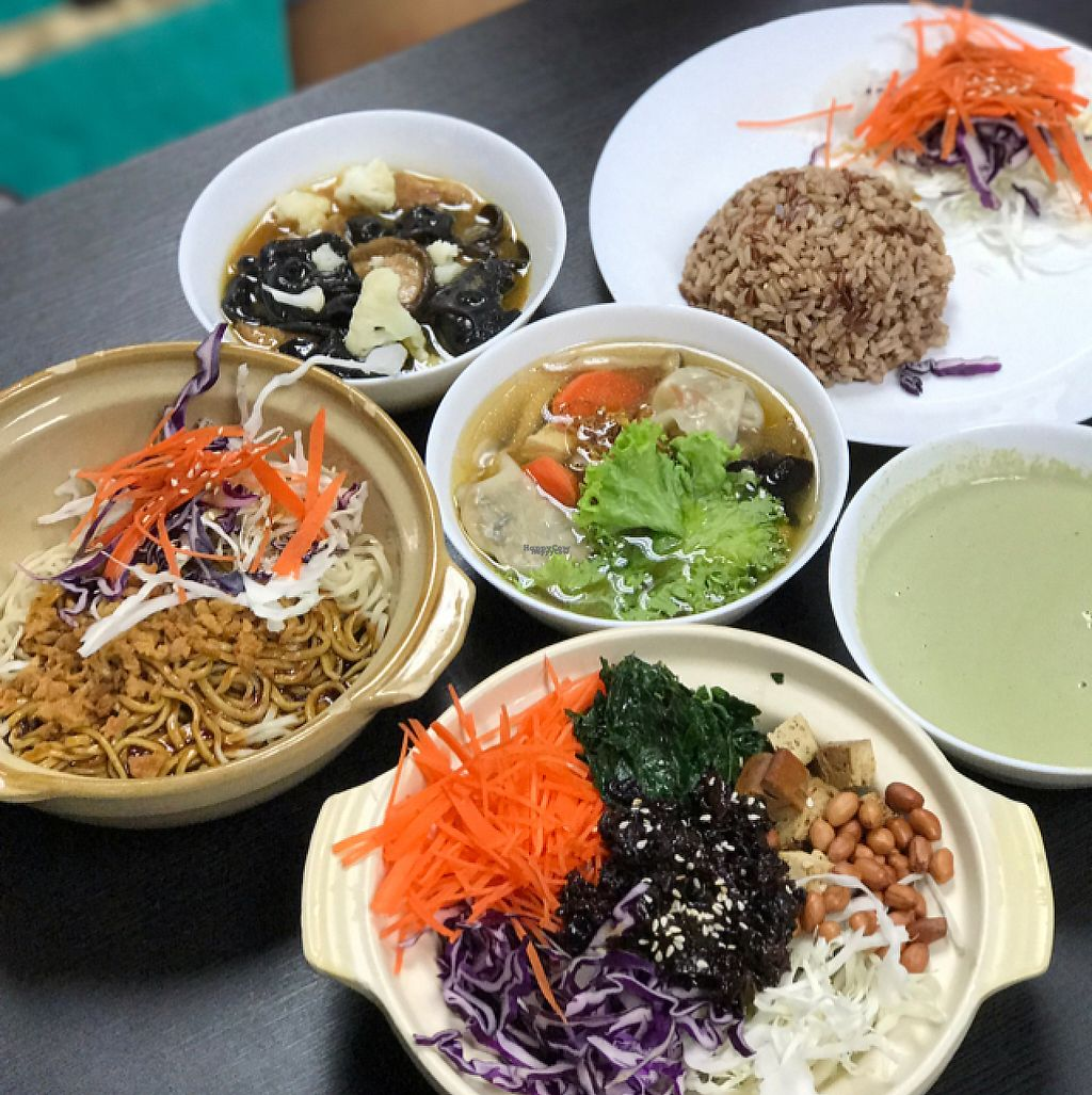 "Photo of Vege Pot  by <a href=""/members/profile/andreafluss"">andreafluss</a> <br/>Monkey head, thunder rice and noodle dish <br/> April 27, 2017  - <a href='/contact/abuse/image/72843/252884'>Report</a>"