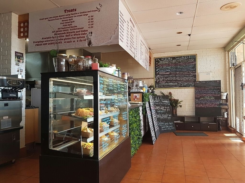 """Photo of CLOSED: Ollies Cafe  by <a href=""""/members/profile/RobDaPanda"""">RobDaPanda</a> <br/>counter  <br/> January 7, 2017  - <a href='/contact/abuse/image/72862/208907'>Report</a>"""