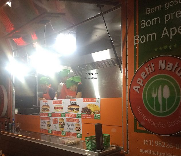 """Photo of Apetit Natural - Food Truck  by <a href=""""/members/profile/BeethovenMatta-Macha"""">BeethovenMatta-Macha</a> <br/>at night  <br/> October 6, 2016  - <a href='/contact/abuse/image/72915/298054'>Report</a>"""