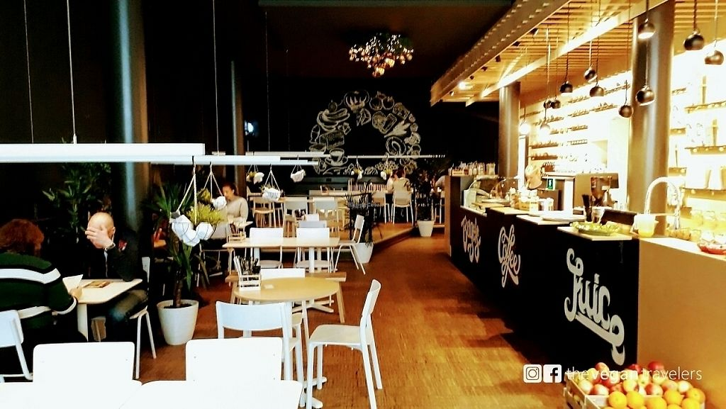"""Photo of SAP Bagel & Juice Bar - Stationsstraat  by <a href=""""/members/profile/thevegantravelers"""">thevegantravelers</a> <br/>sitting area <br/> May 25, 2017  - <a href='/contact/abuse/image/73032/262375'>Report</a>"""