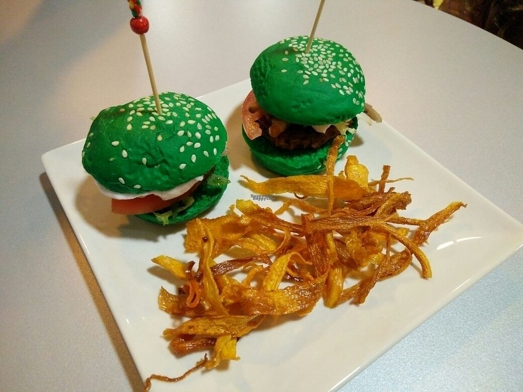 "Photo of Veg & Roll - Bar Vegano  by <a href=""/members/profile/martinicontomate"">martinicontomate</a> <br/>green burgers <br/> September 19, 2016  - <a href='/contact/abuse/image/73076/176895'>Report</a>"