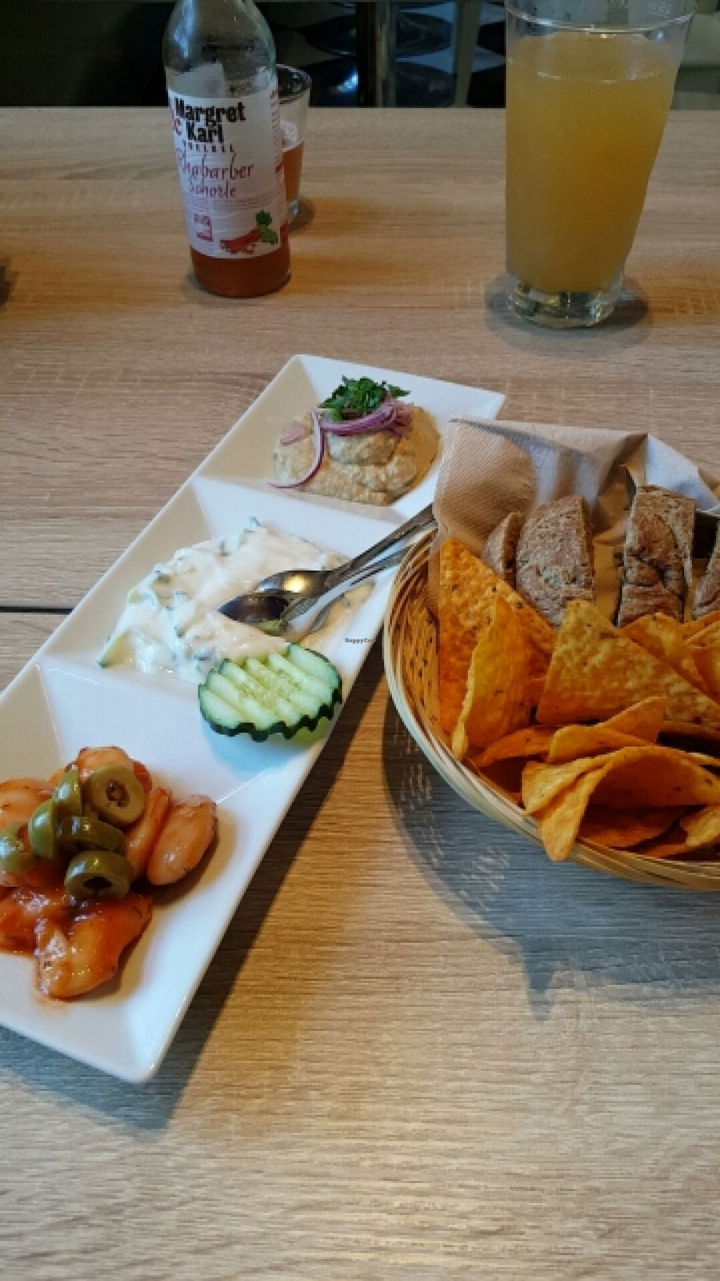 """Photo of CLOSED: My Heart Beats Vegan  by <a href=""""/members/profile/davehk"""">davehk</a> <br/>Hummus starter <br/> June 25, 2016  - <a href='/contact/abuse/image/73364/155986'>Report</a>"""
