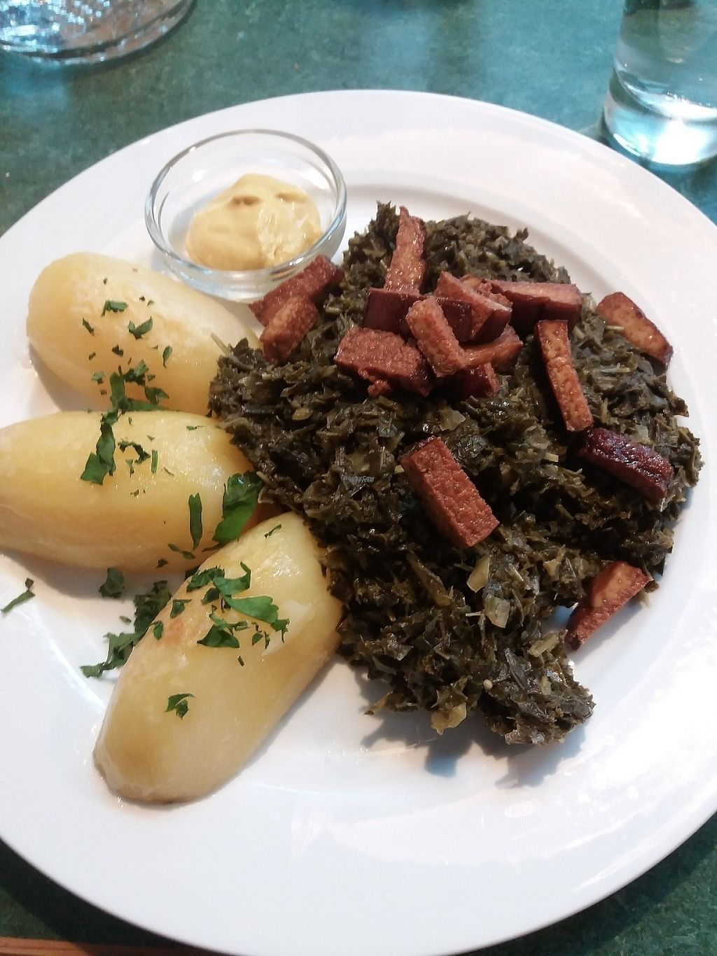 """Photo of CLOSED: Molly & Alf  by <a href=""""/members/profile/Smoelfine"""">Smoelfine</a> <br/>green cabbage, salty potatoes and smoked tofe <br/> December 16, 2016  - <a href='/contact/abuse/image/73367/202005'>Report</a>"""