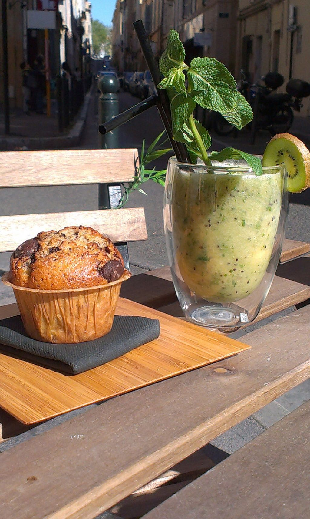 "Photo of Bonnie Day  by <a href=""/members/profile/tripapied"">tripapied</a> <br/>Banana, apple, kiwi and mint Smoothie, Orange and chocolate muffin <br/> May 27, 2016  - <a href='/contact/abuse/image/73479/150944'>Report</a>"