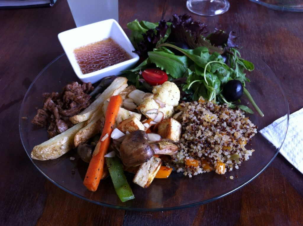 """Photo of YoVegetariano  by <a href=""""/members/profile/Jedge"""">Jedge</a> <br/>Quinoa & vegetables <br/> May 11, 2016  - <a href='/contact/abuse/image/73593/148576'>Report</a>"""