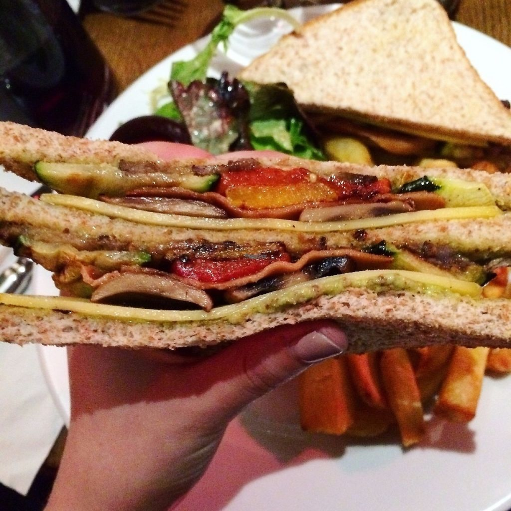 "Photo of Brasserie 2eme Art  by <a href=""/members/profile/TofuVeganLove"">TofuVeganLove</a> <br/>Club Sandwich <br/> March 9, 2017  - <a href='/contact/abuse/image/73690/234621'>Report</a>"
