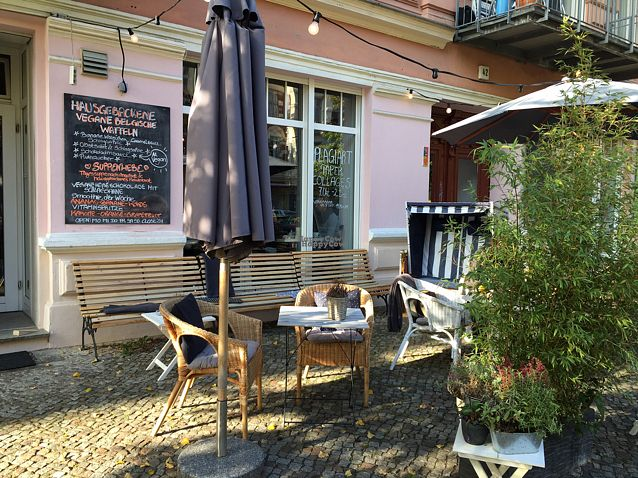 """Photo of Cafe Neue Liebe  by <a href=""""/members/profile/Atreja"""">Atreja</a> <br/>Im Herbst auch draußen schön! <br/> October 24, 2016  - <a href='/contact/abuse/image/73735/184152'>Report</a>"""