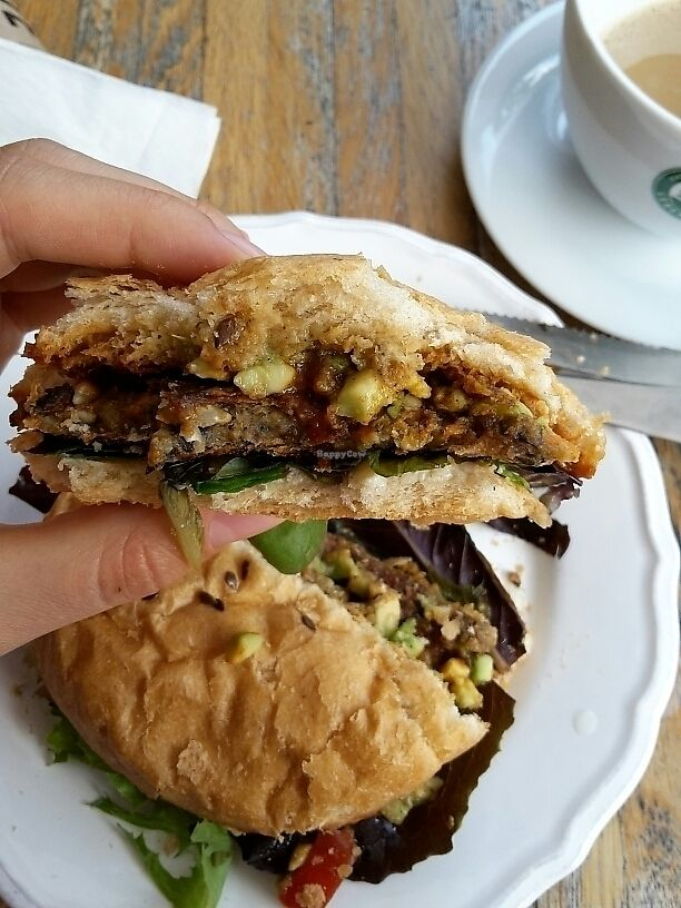 "Photo of CLOSED: VIDA  by <a href=""/members/profile/isabellamkb"">isabellamkb</a> <br/>vegan burger <br/> June 20, 2017  - <a href='/contact/abuse/image/73797/271377'>Report</a>"