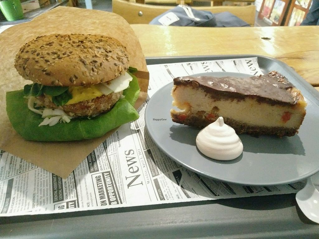 "Photo of Free Farma Burgerownia Roslinna  by <a href=""/members/profile/martinicontomate"">martinicontomate</a> <br/>""chizer"" burger and tofu cheesecake with aquafaba meringue <br/> March 30, 2018  - <a href='/contact/abuse/image/73850/378265'>Report</a>"