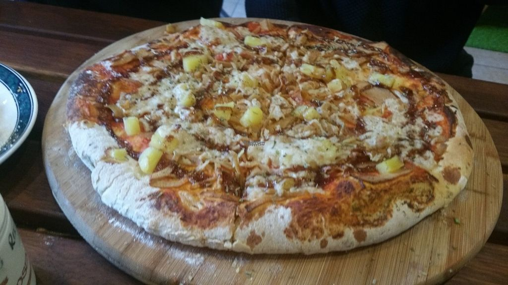 "Photo of CassellBella's Bakery Cafe  by <a href=""/members/profile/KatieBatty"">KatieBatty</a> <br/>Vegan chicken Hawaiian pizza <br/> September 6, 2016  - <a href='/contact/abuse/image/73946/173925'>Report</a>"