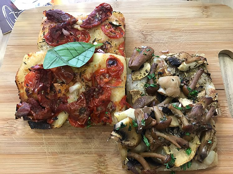 "Photo of Pizz'arome  by <a href=""/members/profile/peggyp"">peggyp</a> <br/>delicious pizza! <br/> June 17, 2017  - <a href='/contact/abuse/image/74101/270048'>Report</a>"