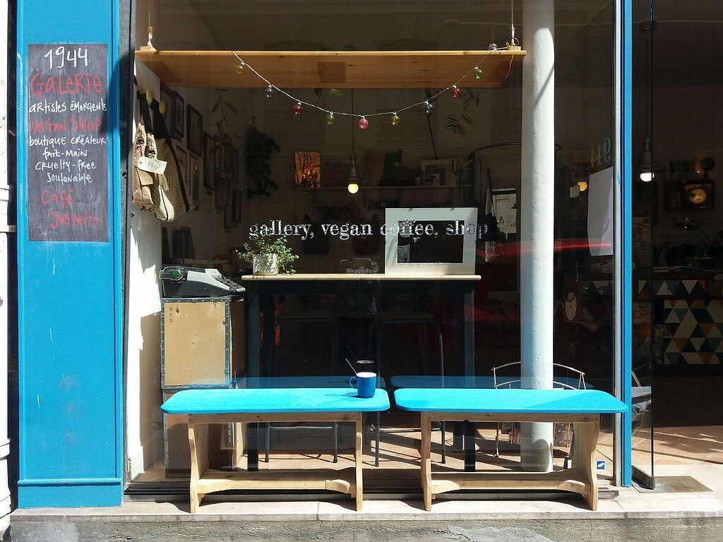 """Photo of CLOSED: 1944 Gallery Vegan Shop  by <a href=""""/members/profile/1944paula"""">1944paula</a> <br/>1944 // Gallery, Vegan Shop a une micro terrasse au soleil :)  <br/> June 29, 2017  - <a href='/contact/abuse/image/74166/274629'>Report</a>"""