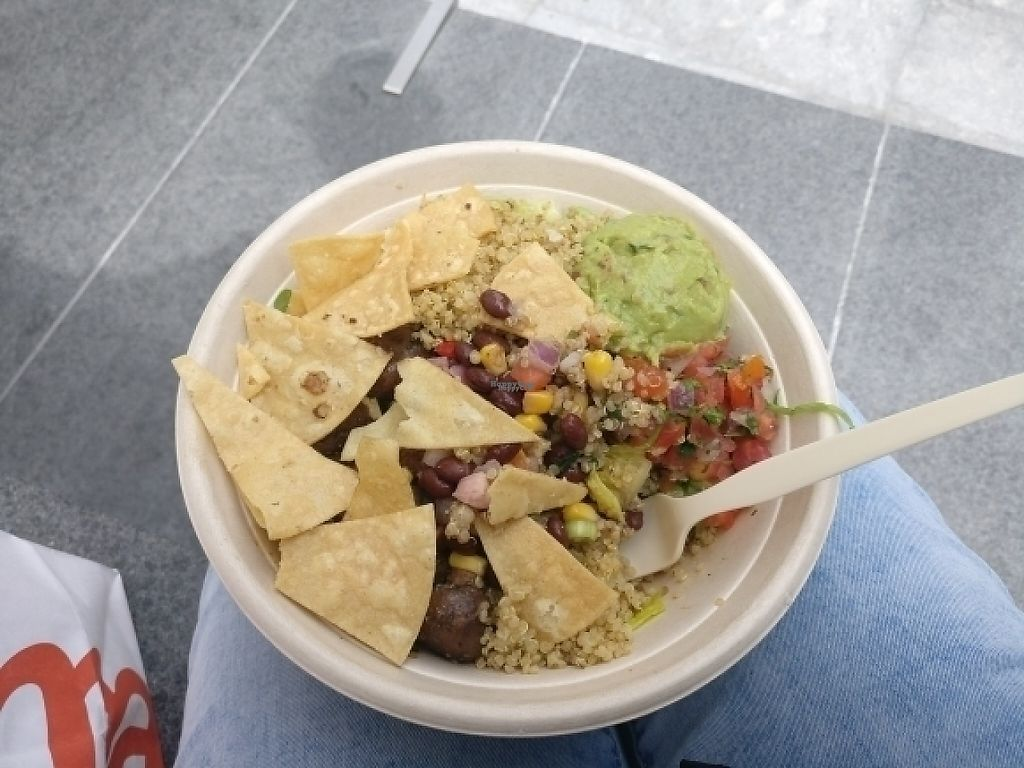 "Photo of Eatsa - California St  by <a href=""/members/profile/Pinkymoemox"">Pinkymoemox</a> <br/>vegane burrito Bowl mit extra quinoa und Salat  <br/> April 4, 2017  - <a href='/contact/abuse/image/74278/244806'>Report</a>"