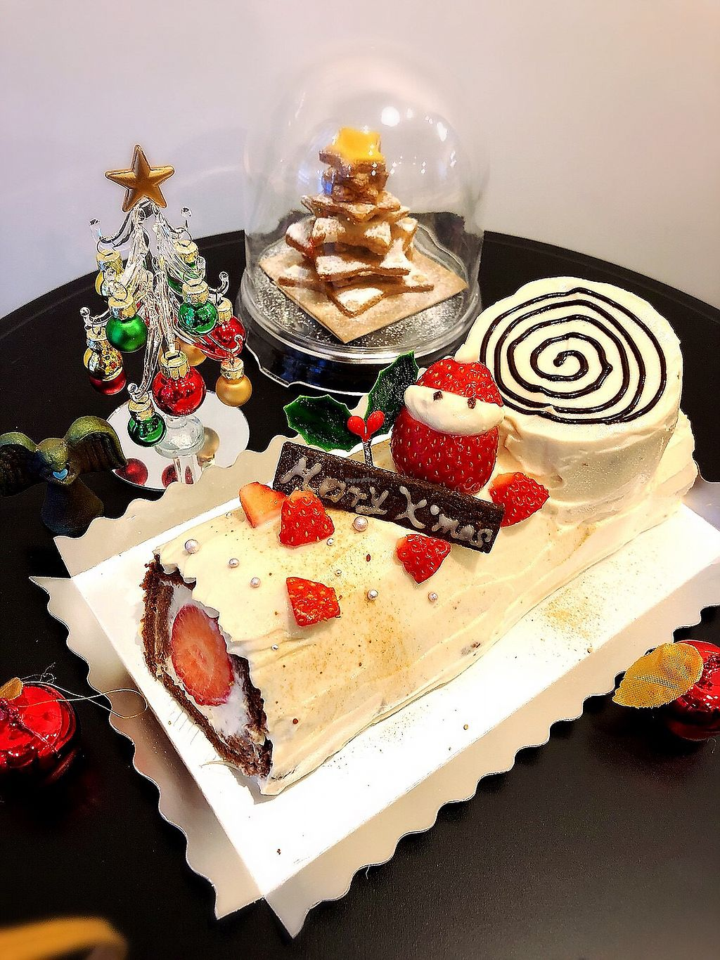 """Photo of Vegan Cafe and Bar Karons  by <a href=""""/members/profile/KanokoNozaki"""">KanokoNozaki</a> <br/>予約販売  we are accepting reservations for Christmas cake <br/> December 14, 2017  - <a href='/contact/abuse/image/74323/335426'>Report</a>"""