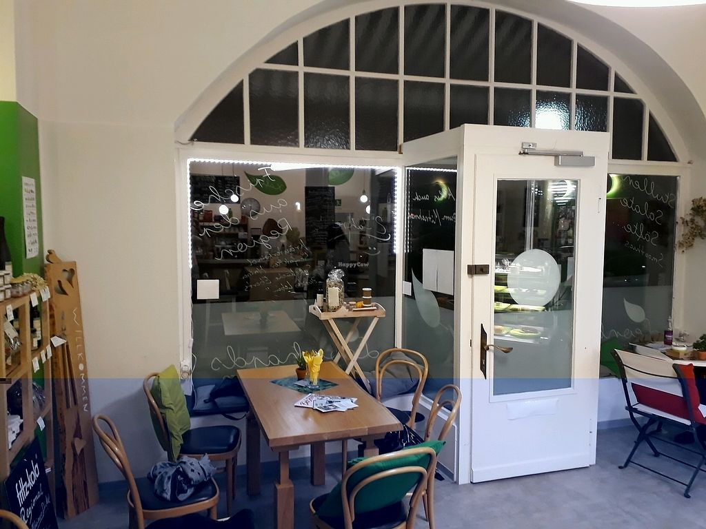 "Photo of Leonhard's Bistro  by <a href=""/members/profile/CarmenTornow"">CarmenTornow</a> <br/>Lovely place at the window <br/> November 1, 2017  - <a href='/contact/abuse/image/74386/320899'>Report</a>"