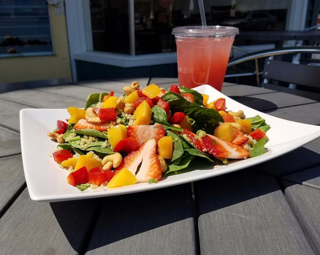 "Photo of Cafe Uovo  by <a href=""/members/profile/Welljessica"">Welljessica</a> <br/>Salad with spinach, strawberries, peaches, quinoa, bell peppers, green onions and cashews <br/> June 10, 2016  - <a href='/contact/abuse/image/74475/153226'>Report</a>"